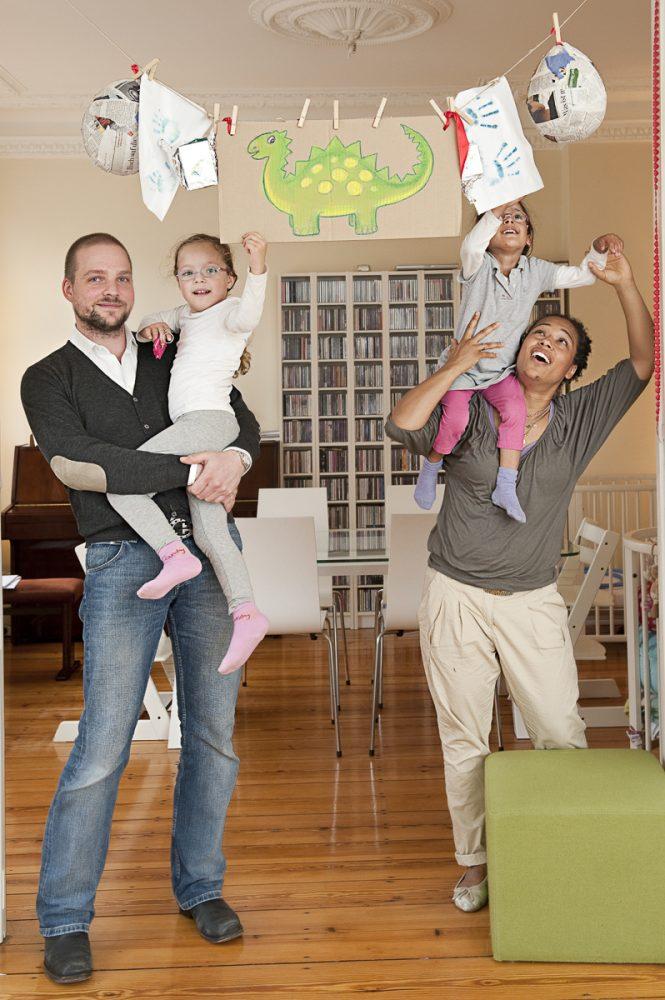 Abenaa Namslau mit Familie // Brigitte WOMAN
