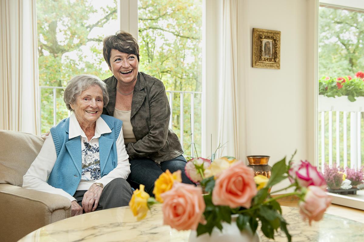 Frau Lomberg mit ihrer Tochter // BRIGITTE Leben