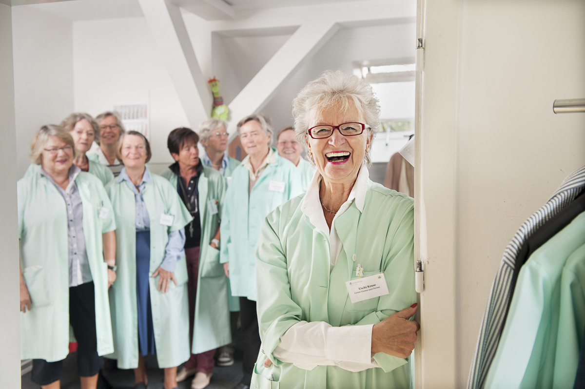"""Uschi Kruse, ehrenamtliche """"Grüne Dame"""" // VIGO AOK-Kundenmagazin"""